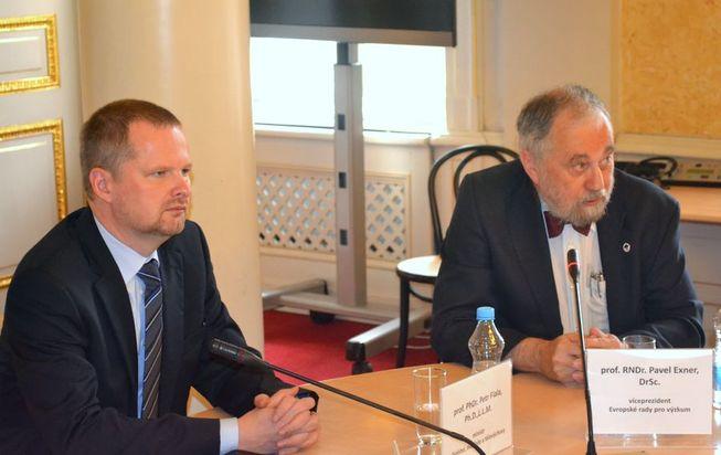 Ministr Petr Fiala a viceprezident Evropské rady pro výzkum Pavel Exner.