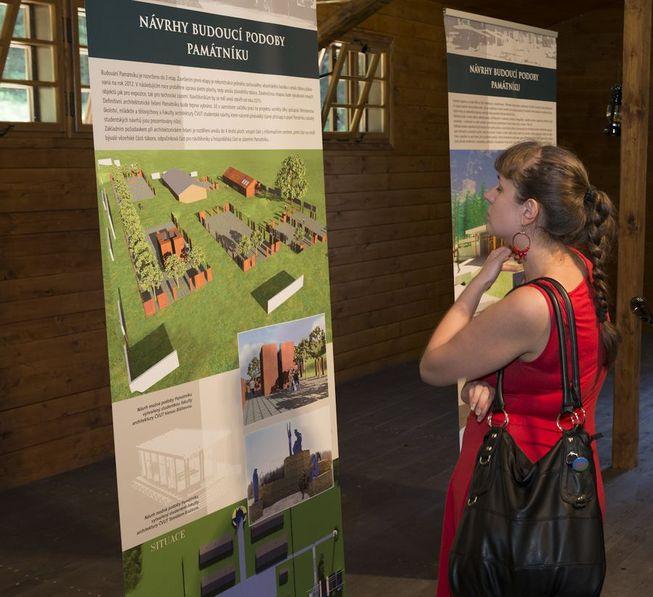 Slavnostní otevření zrekonstruovaného vězeňského baráku s výstavou mapující historii romského holokaustu