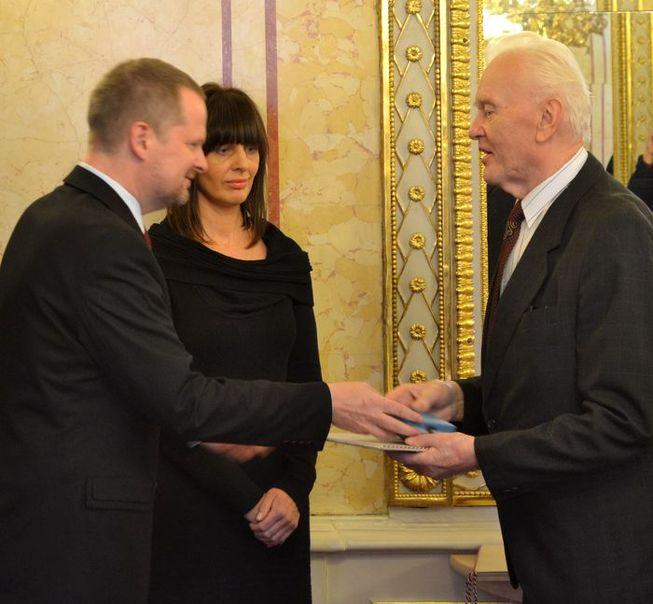 Medaili MŠMT I. stupně obdržel Dr. Jaroslav  Nosál, který převzal i ocenění pro nepřítomného Mgr. Stanislava  Chrpu