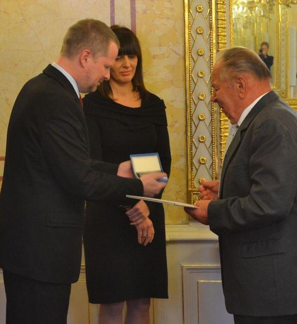 Medaili MŠMT I. stupně obdržel Mgr. Josef  Sankot