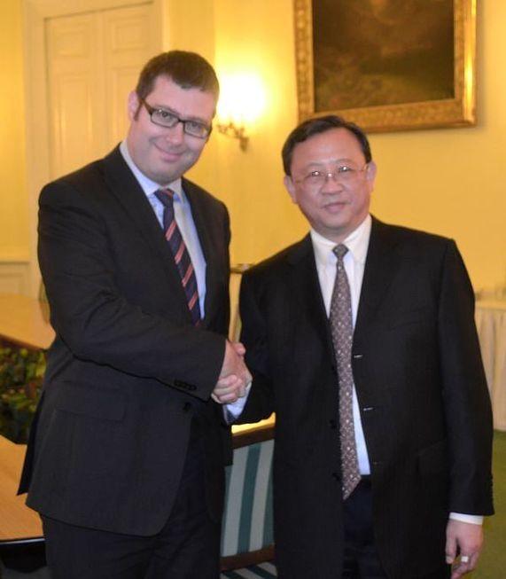První náměstek ministra školství, mládeže a tělovýchovy Jiří Nantl a velvyslanec Čínské lidové republiky v České republice J.E.
