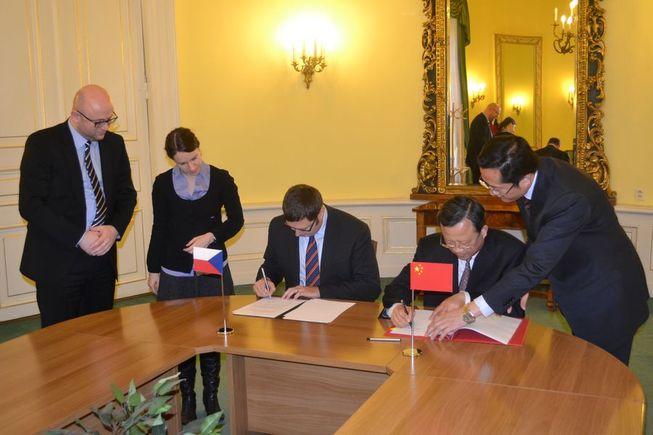 Podpis Ujednání o školských výměnách mezi Českou republikou a Čínskou lidovou republikou.