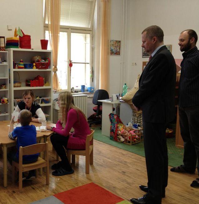 Ministr Petr Fiala navštívil školu pro sluchově postižené