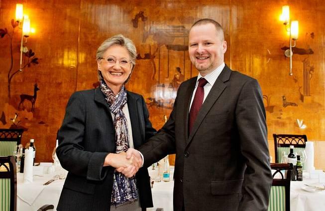 Ministr Petr Fiala v Praze přivítal rakouskou ministryni školství Claudii Schmied.