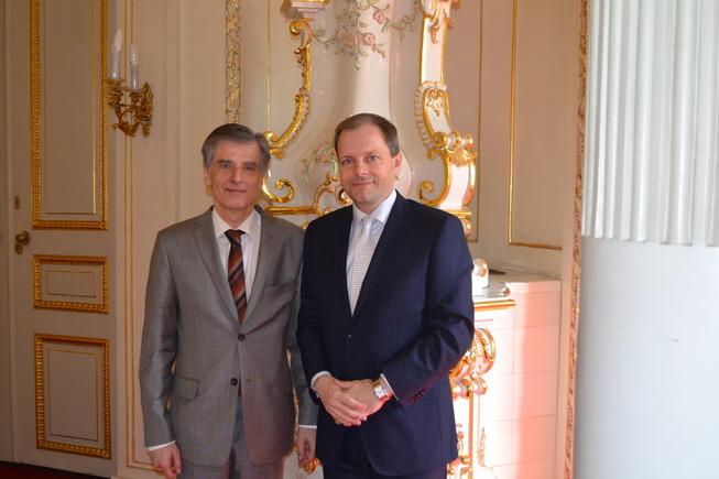 ministr a Weiss