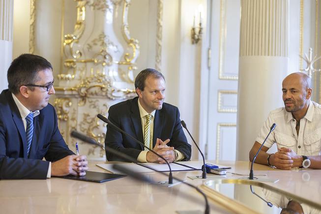 Minister Marcel Chládek, deputy minister Petr Hulinský and climber Radek Jaroš