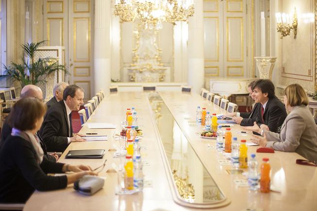 Ministr školství, mládeže a tělovýchovy Marcel Chládek a velvyslanec USA v České republice Andrew H. Schapiro