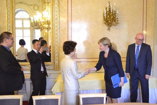 Ministryně a čínská velvyslankyně