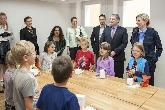 Ministryně a děti