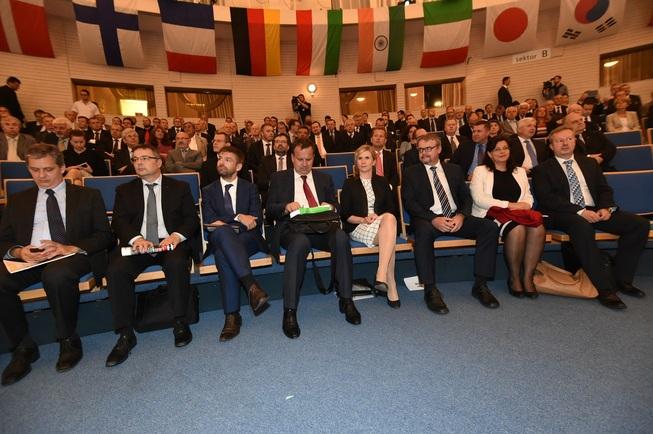 vlada v Brne 14.9.2015 -1