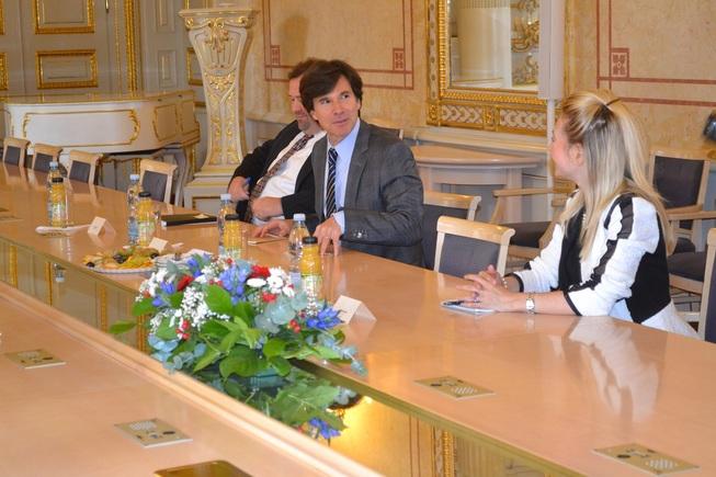 PM a velvyslanec USA 1