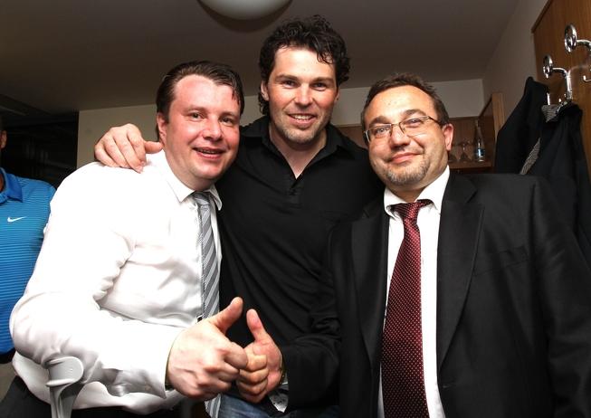 Ministr Dobeš s Jaromírem Jágrem a ministrem Kocourkem