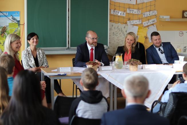 ZŠ Mníšek pod Brdy - schůzka ŘŠ s ministrem5165.JPG