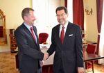 Ministr Petr Fiala přijal na MŠMT amerického velvyslance USA v České republice J. E. Normana Larry Eisena.