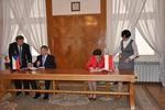 Ministr Petr Fiala a ministryně Krystyna Szumilas při podpisu česko-polské smlouvy