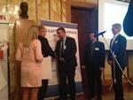 Ministr Štys předává ocenění